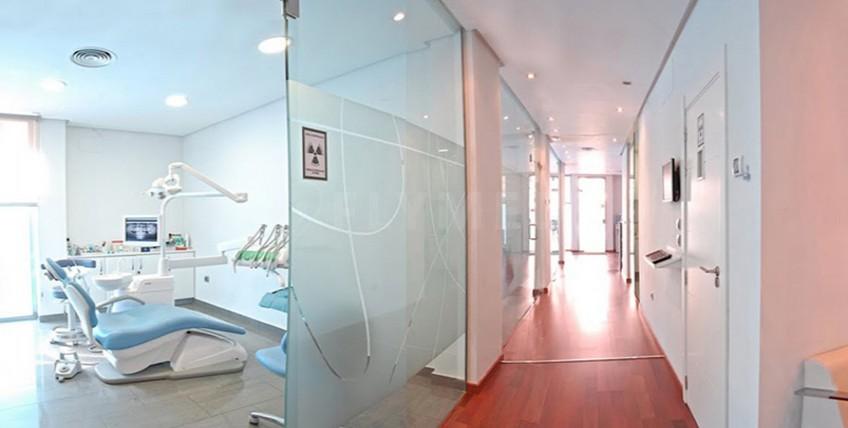 Art & Dent Klinik - Valencia, Spanien - Hauptseite